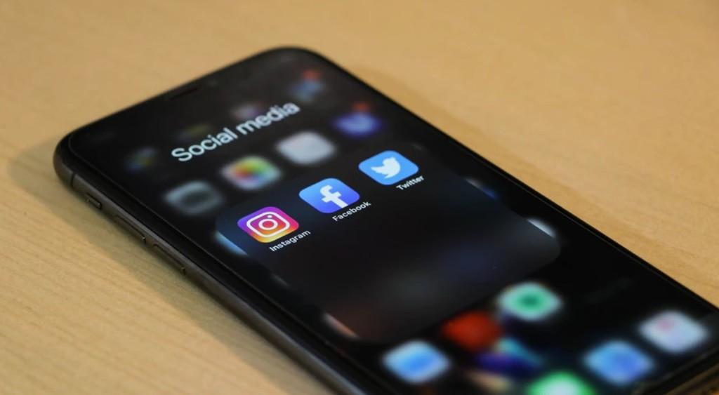 Manfaat atau keuntungan beli likes instagram aktif - Sebagai booster kunjungan teraman untuk akun atau situs Anda